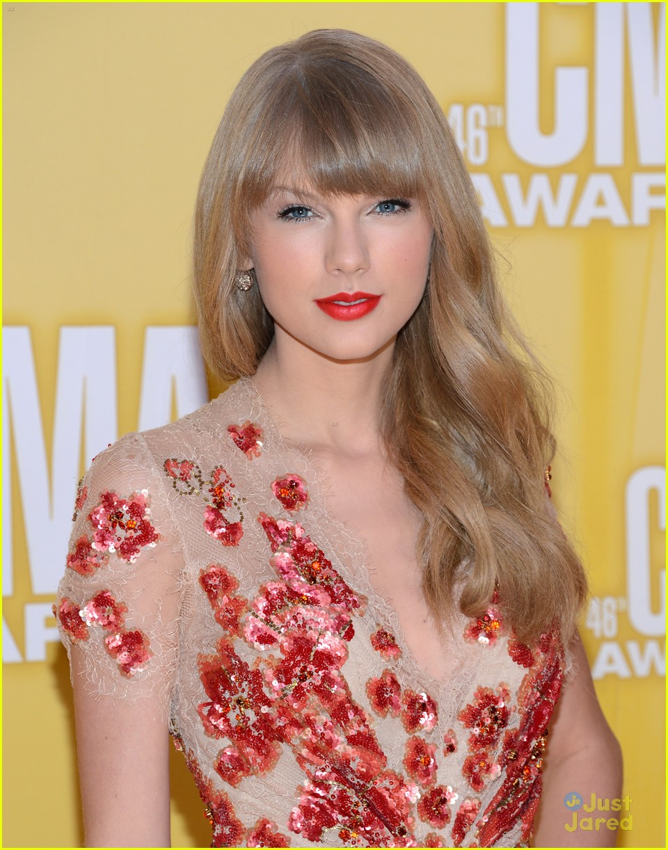 Taylor Swift CMA's 2012, cma jewlery, cmas 2012, taylor swift red carpet