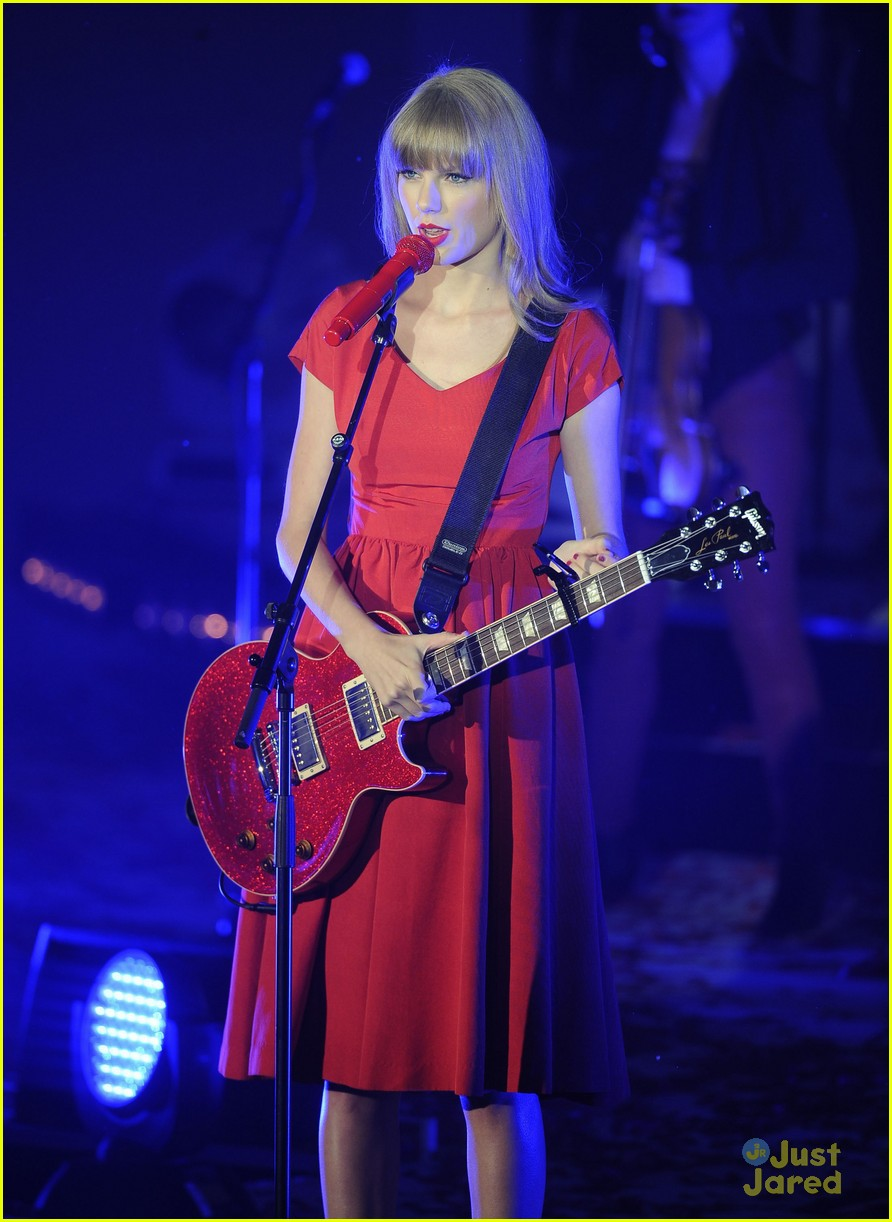 taylor swift westfield lights london 01