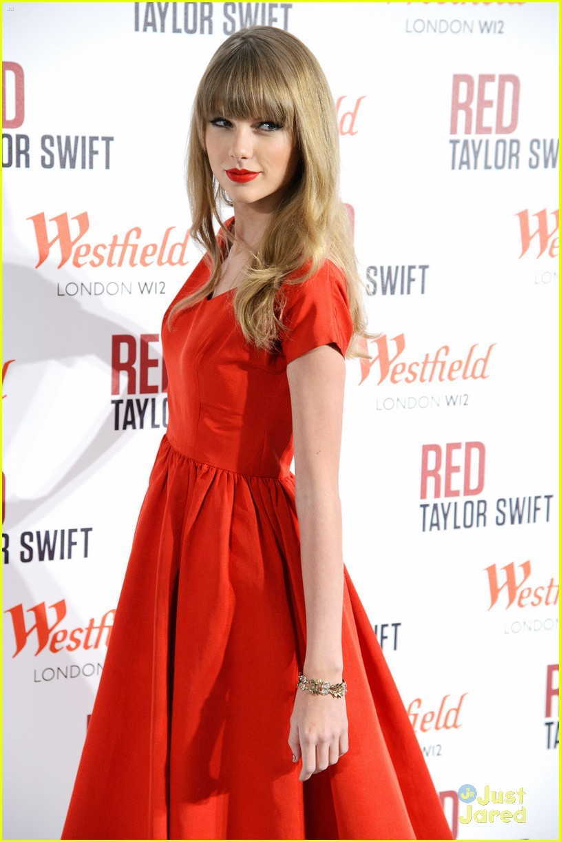 taylor swift westfield lights london 05