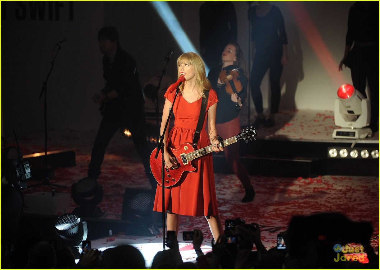 taylor swift westfield lights london 07