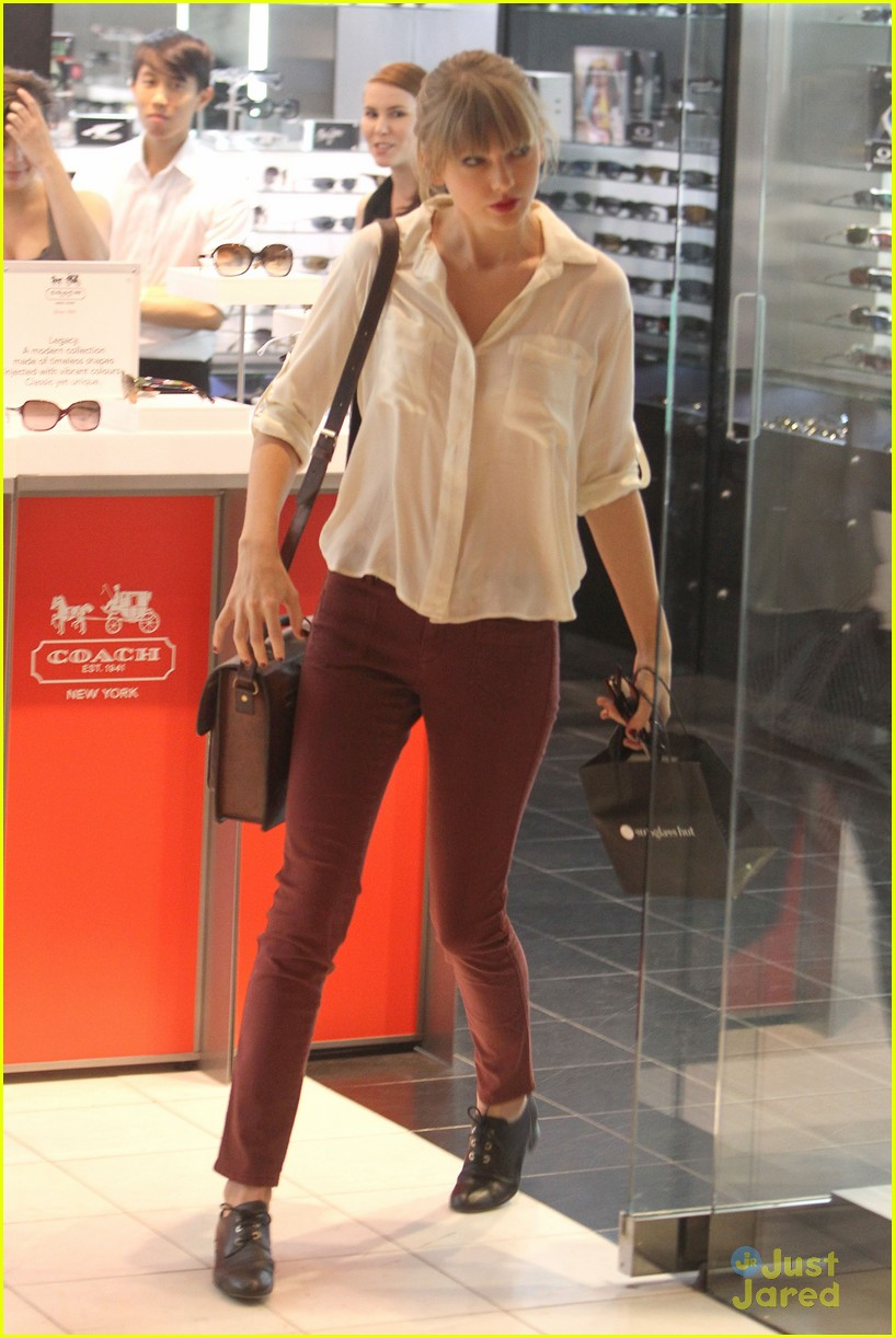 taylor swift sydney shopping spree 09