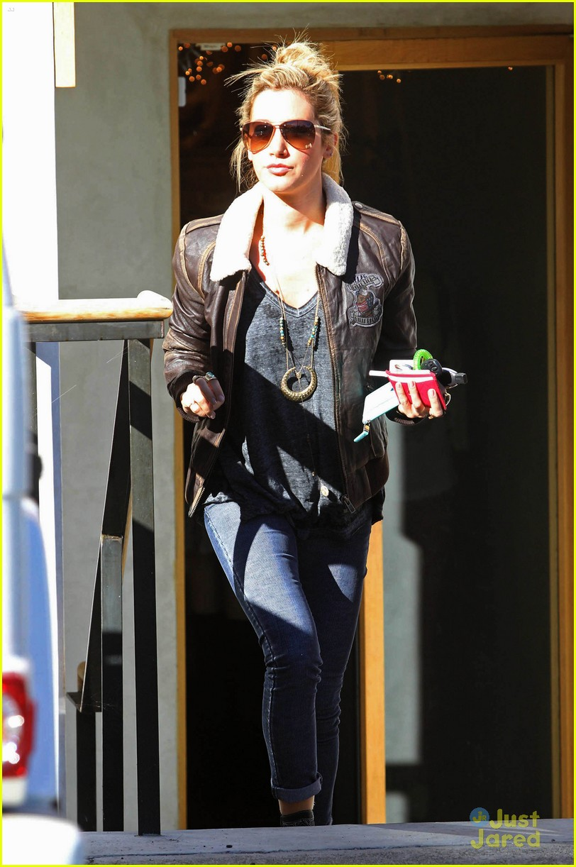 ashley tisdale free people stop 07