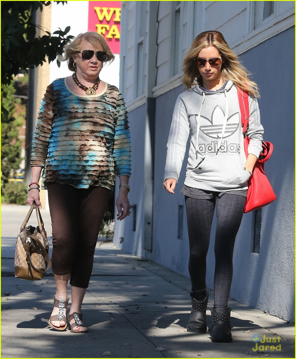 ashley tisdale voted tuesday 12