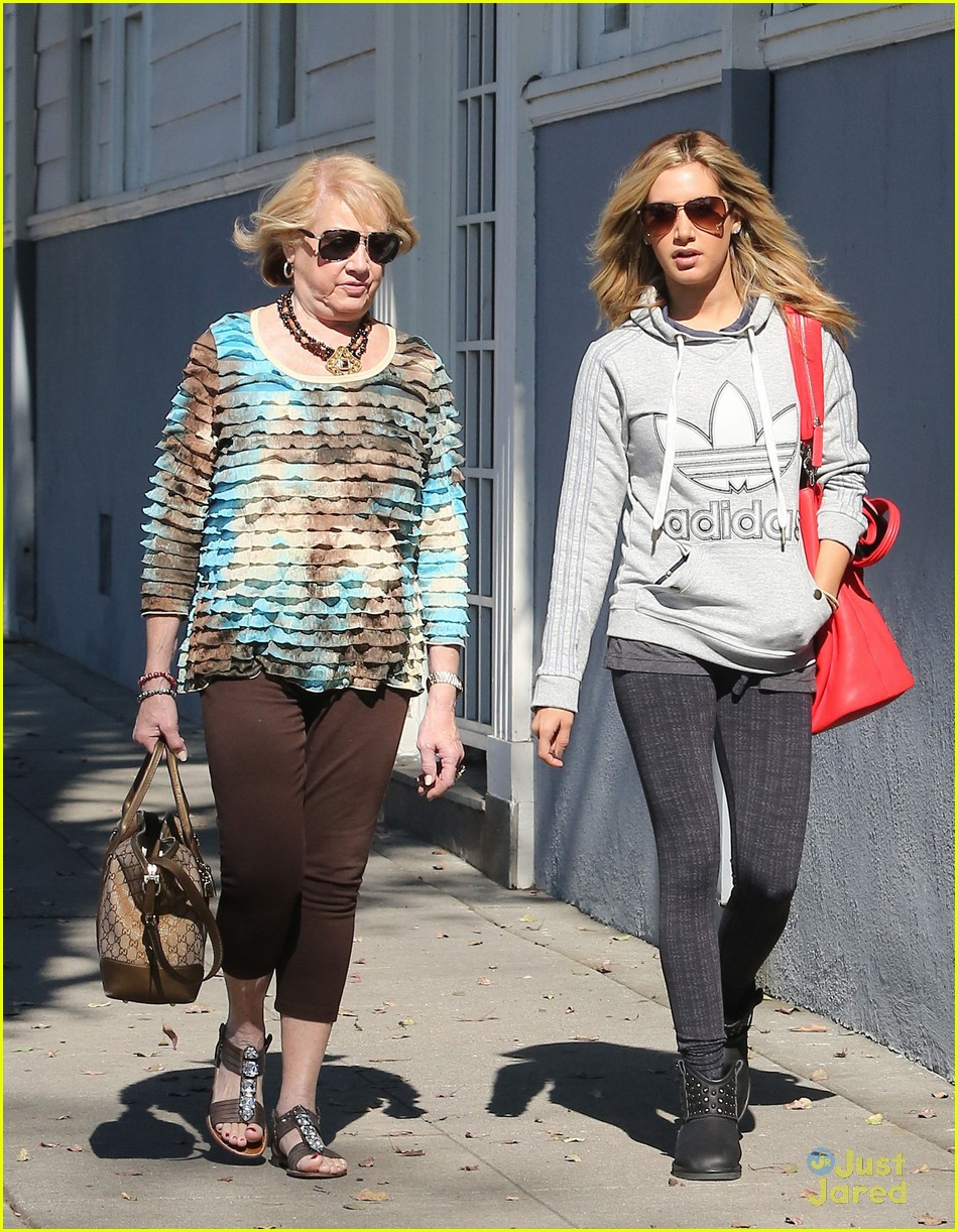 ashley tisdale voted tuesday 13