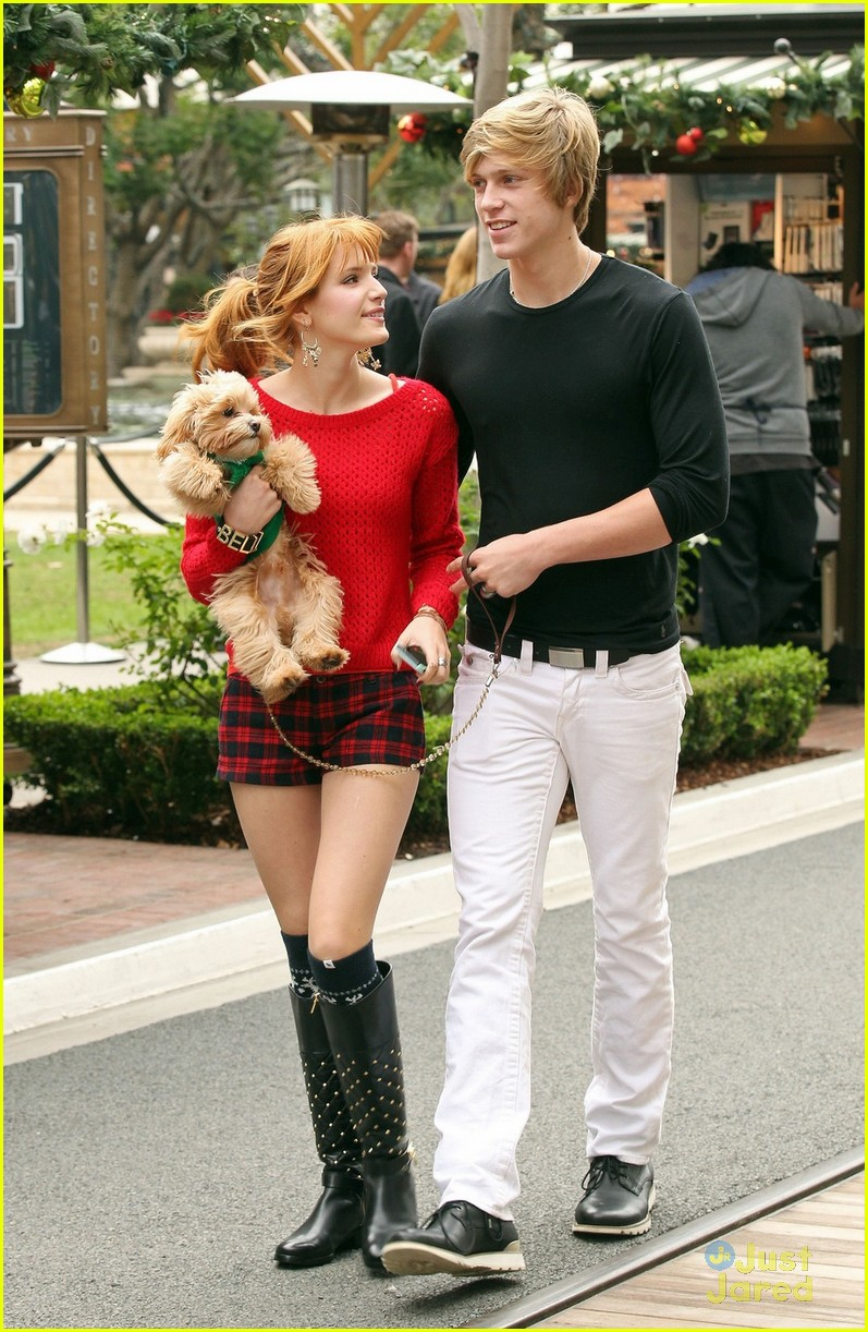 bella thorne ax shopping americana 02
