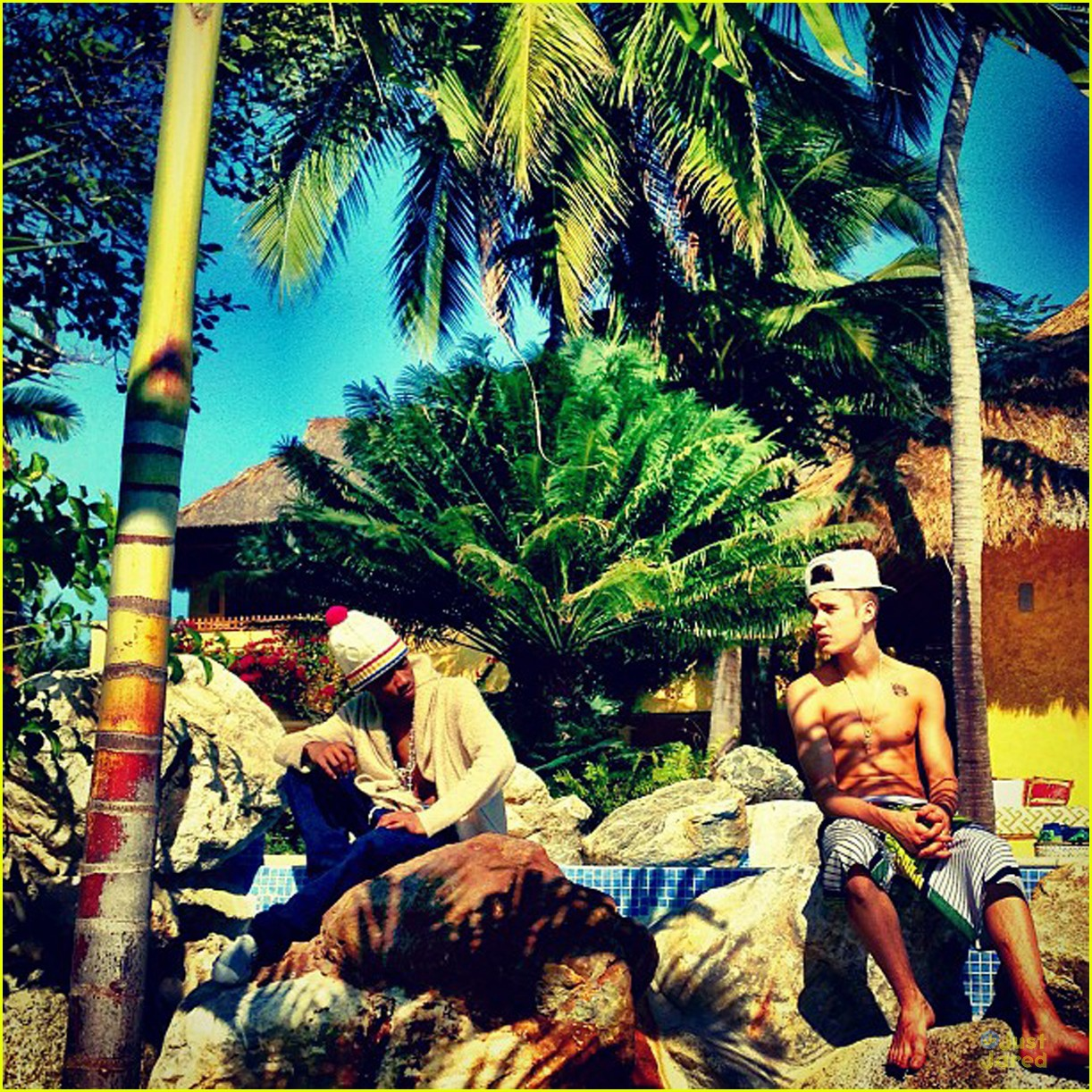 justin bieber shirtless holiday vacation 01