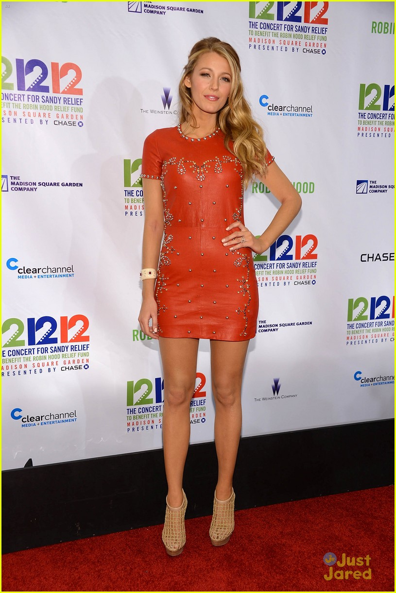 blake lively 121212 concert 18