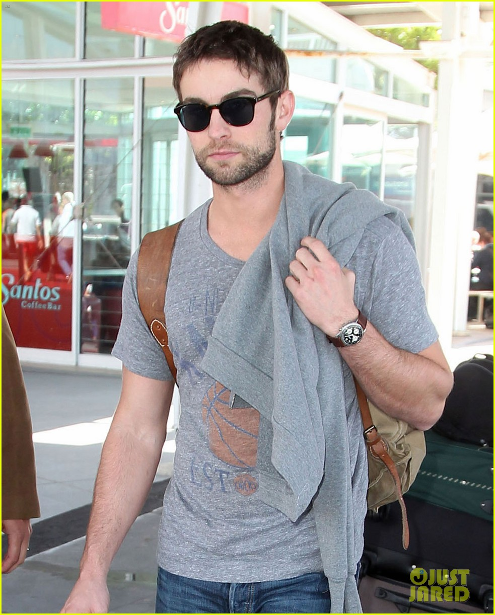 chace crawford sydney airport 10