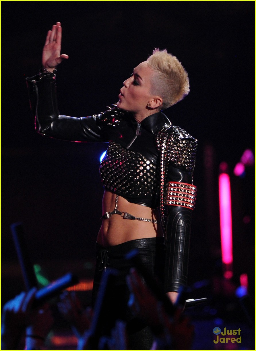 miley cyrus divas performance 07