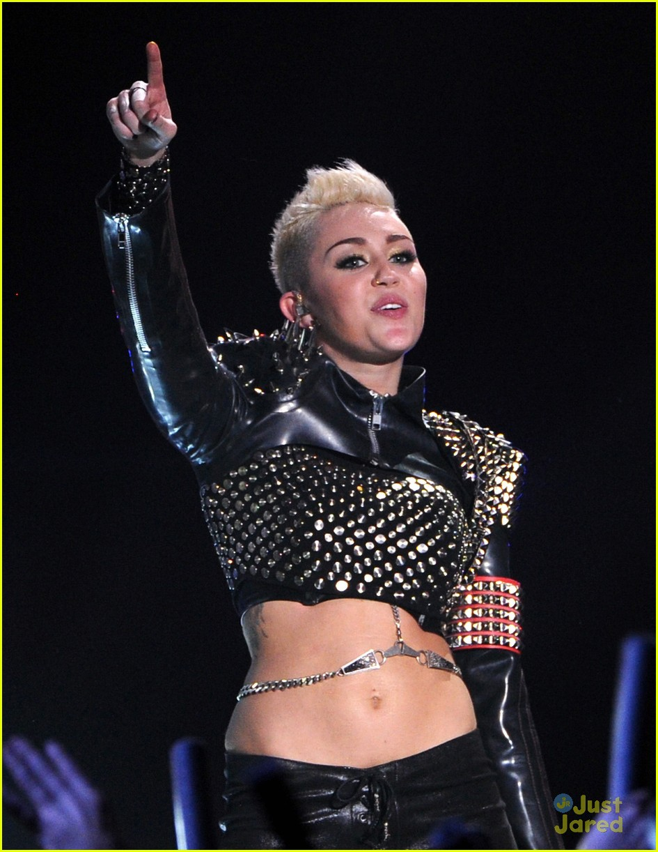 miley cyrus divas performance 09