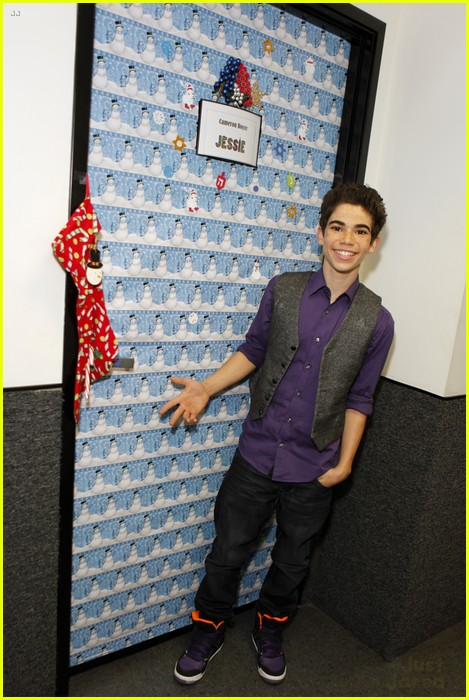 disney channel door decorating 15