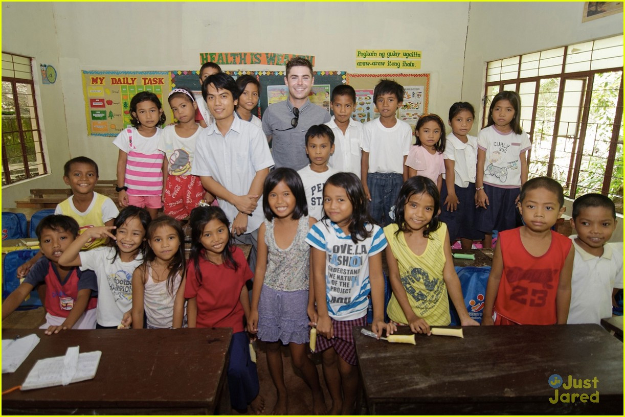 zac efron phillipines trip 02