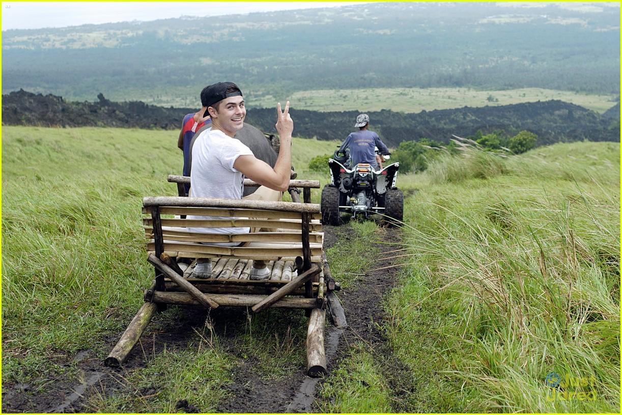zac efron phillipines trip 03