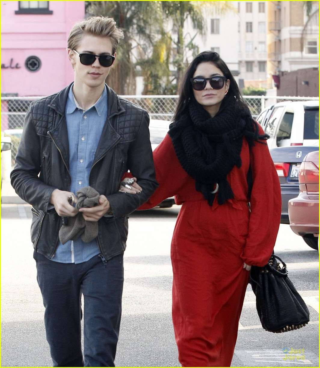 vanessa hudgens & austin butler church going couple 04
