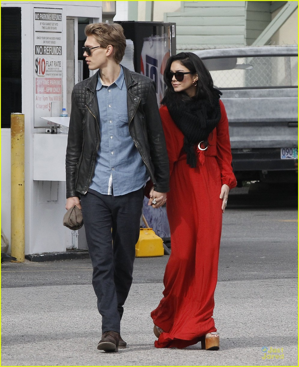 vanessa hudgens & austin butler church going couple 09