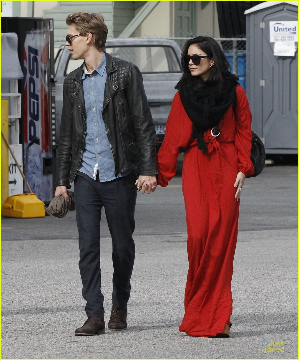 vanessa hudgens & austin butler church going couple 11