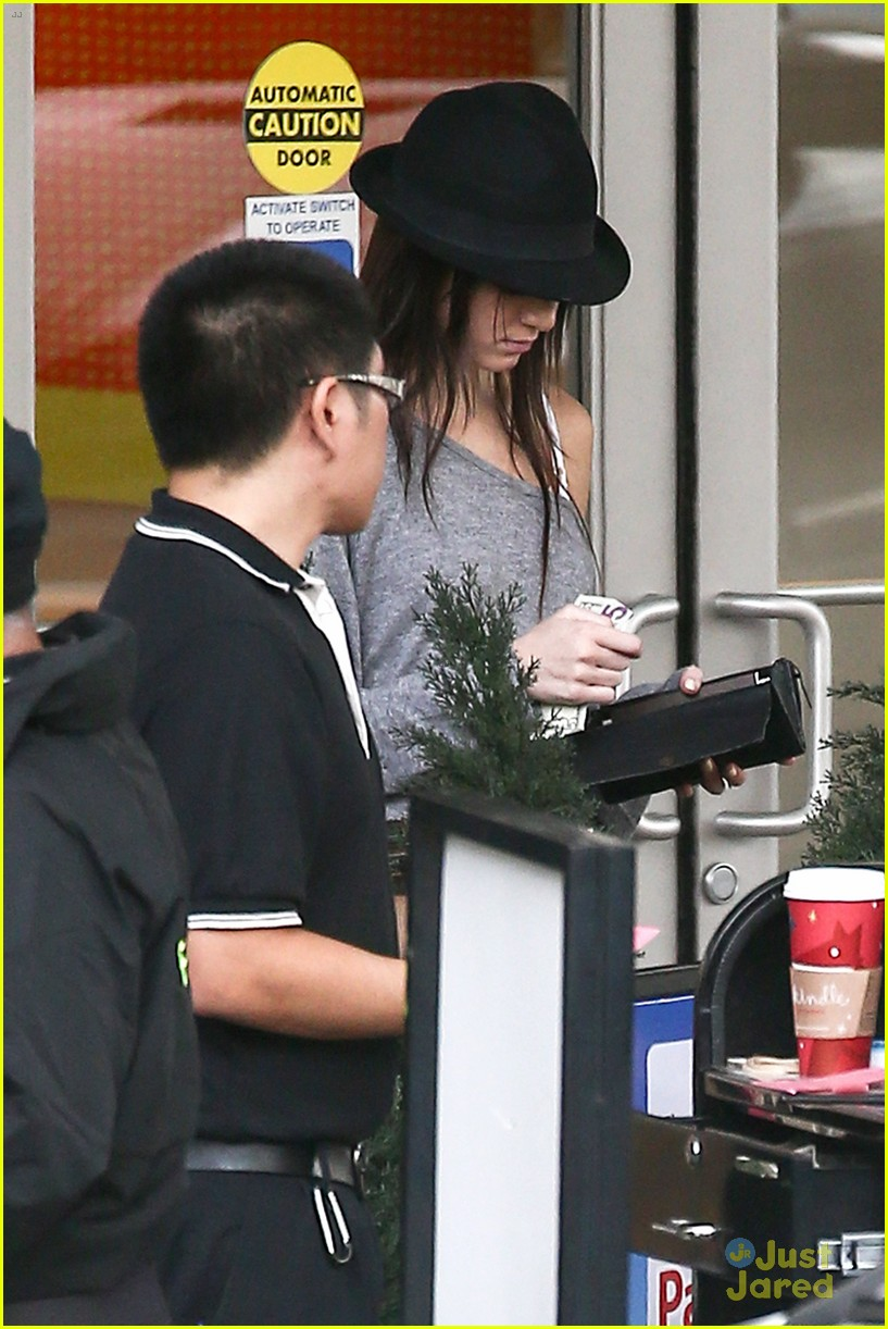 kendall jenner lv shopping 10
