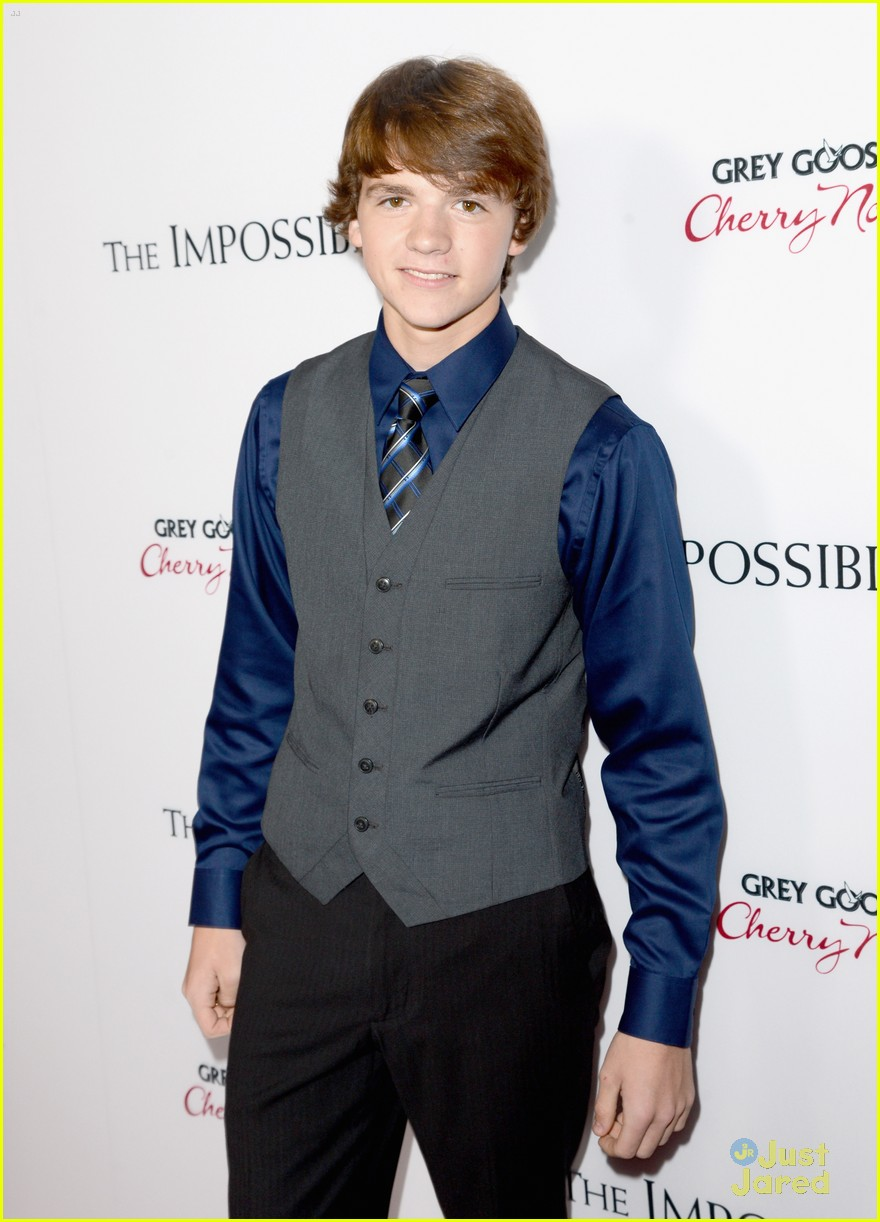 joel courtney impossible premiere 06