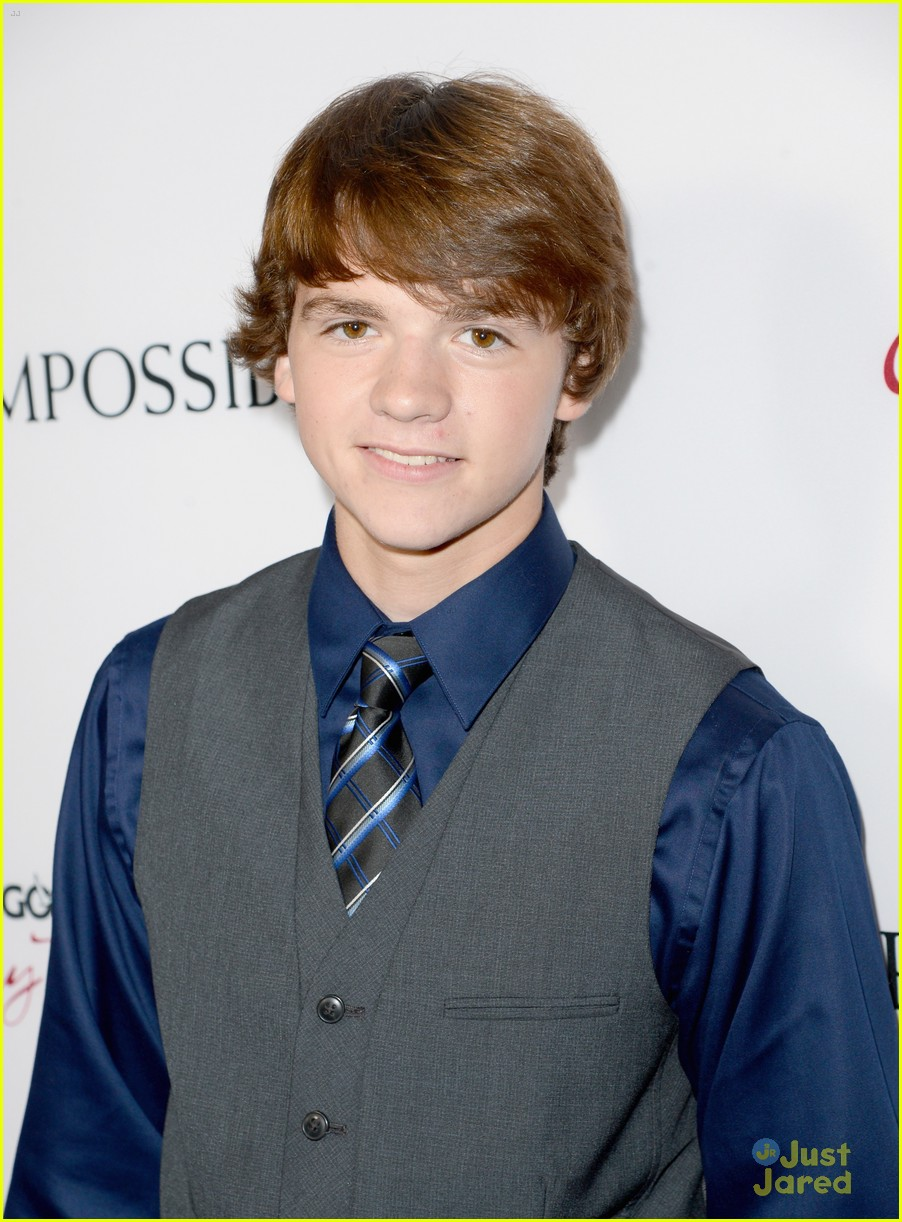 joel courtney impossible premiere 08