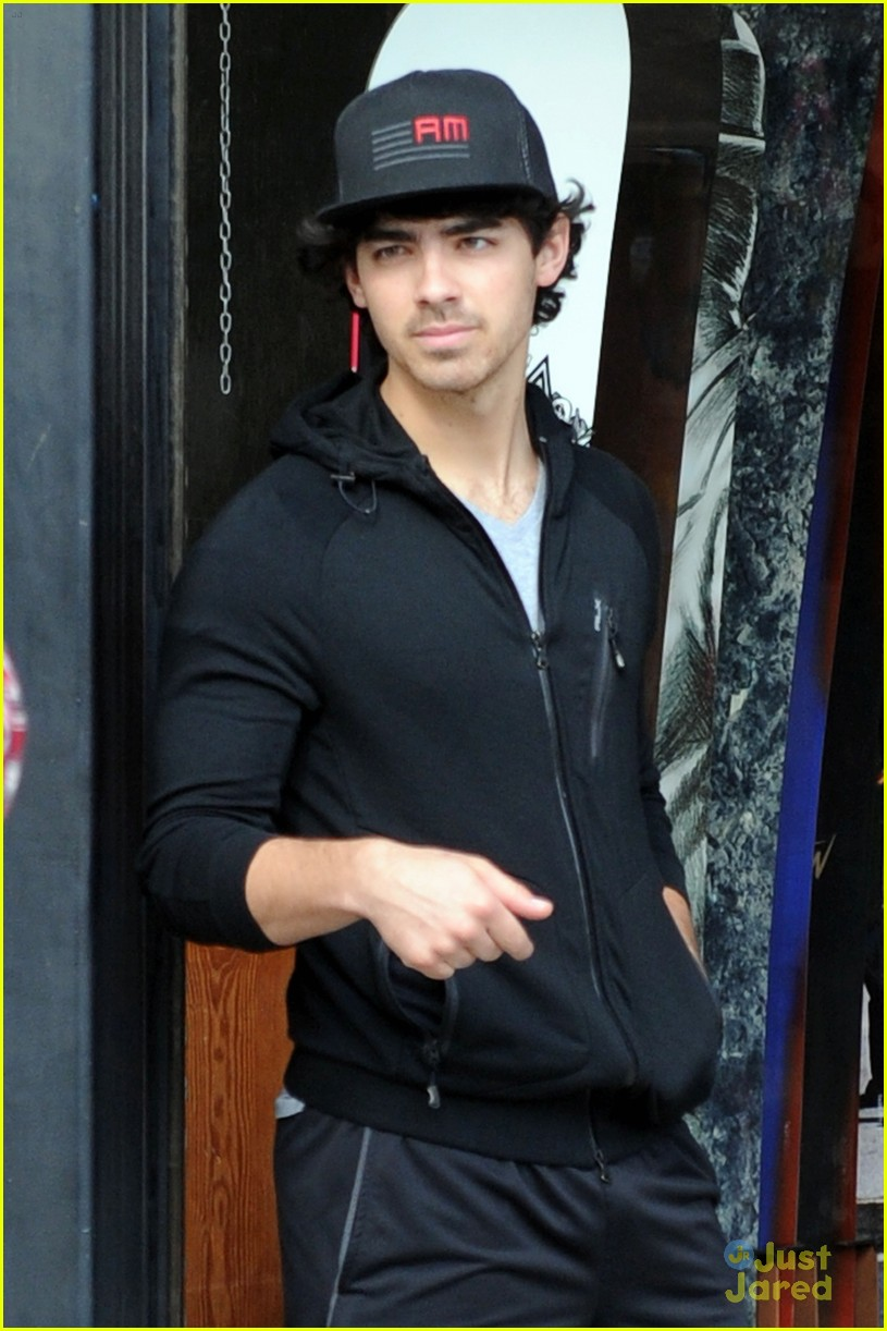 joe nick jonas burton 01