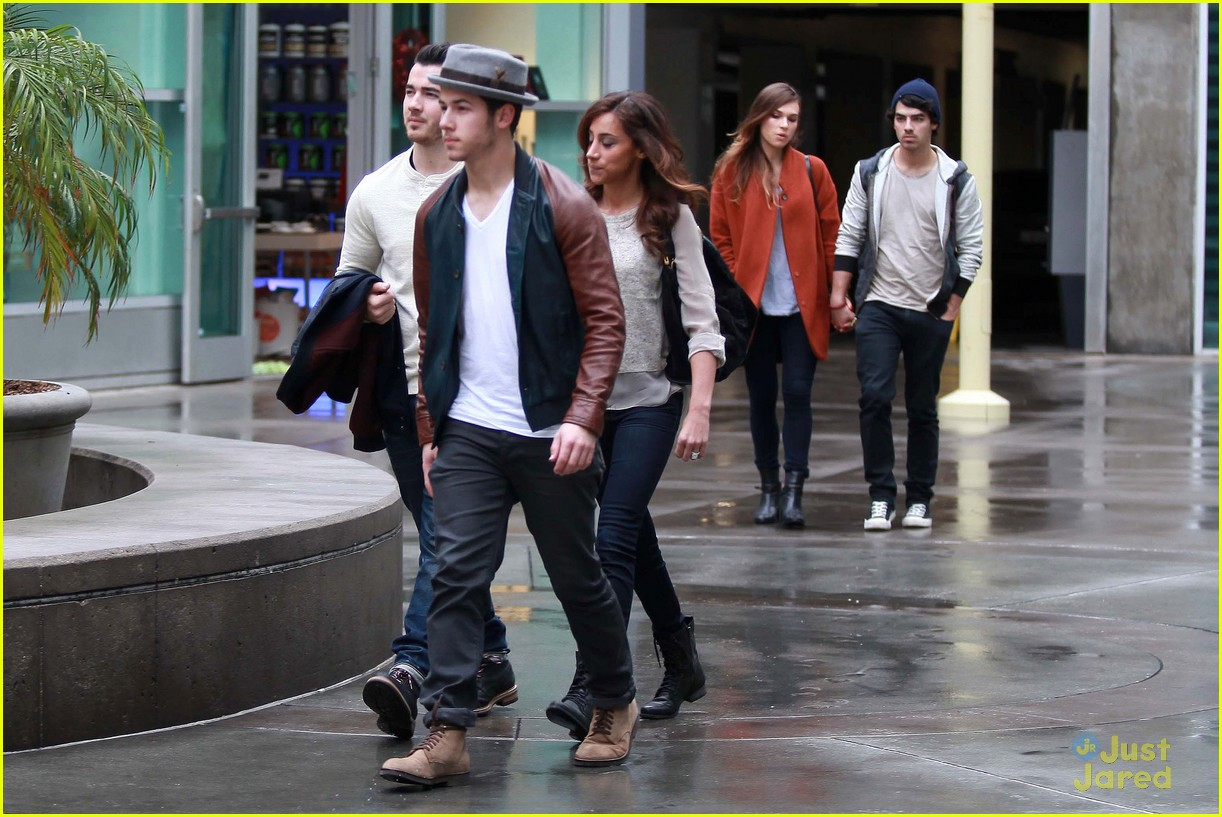 joe jonas blanda brothers lunch 01