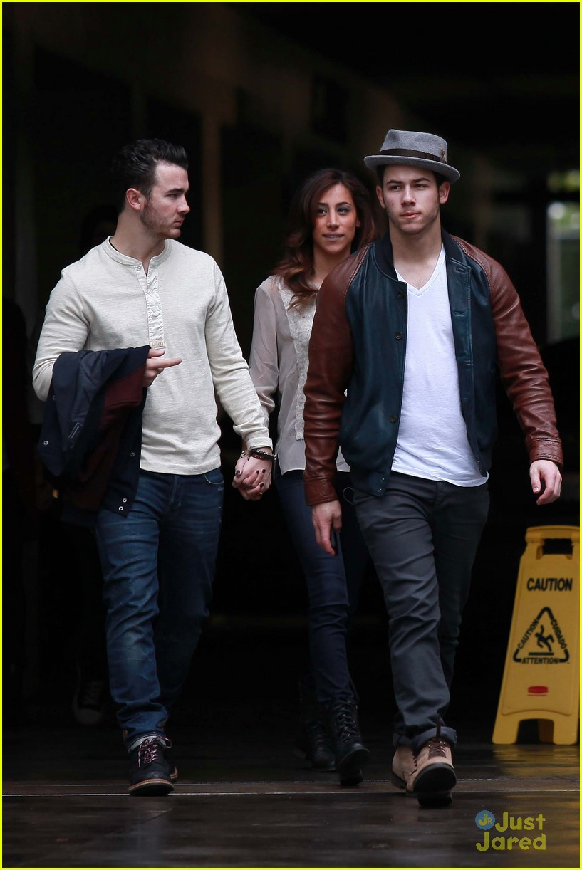 joe jonas blanda brothers lunch 05