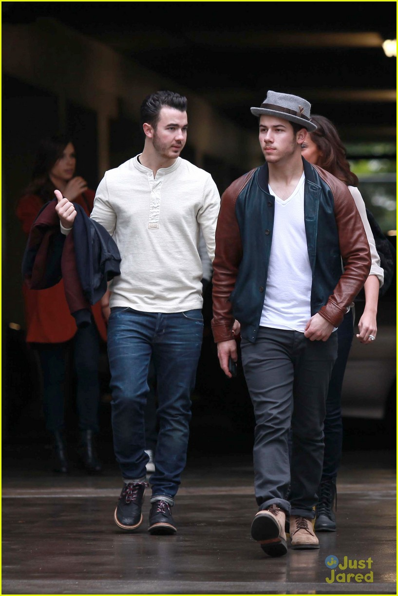 joe jonas blanda brothers lunch 07