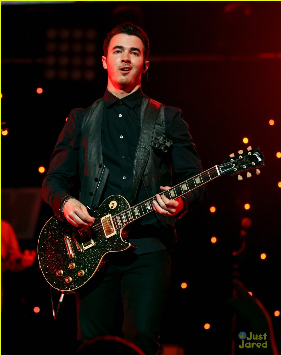 jonas brothers jingle ball 02