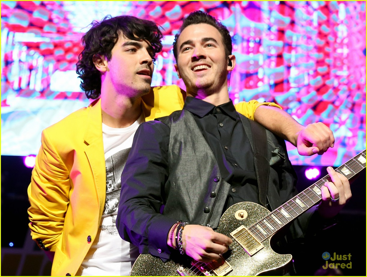 jonas brothers jingle ball 16