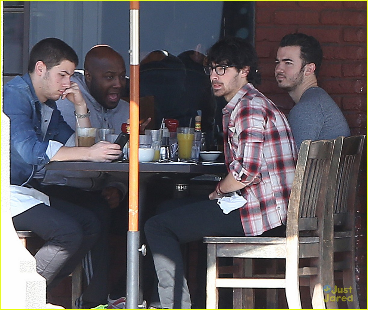 jonas brothers kings road lunch 10