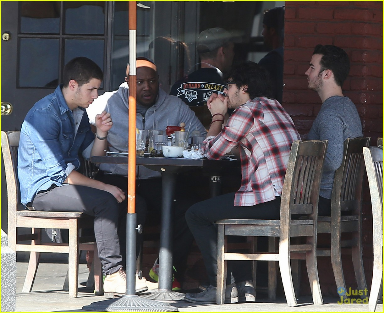 jonas brothers kings road lunch 13