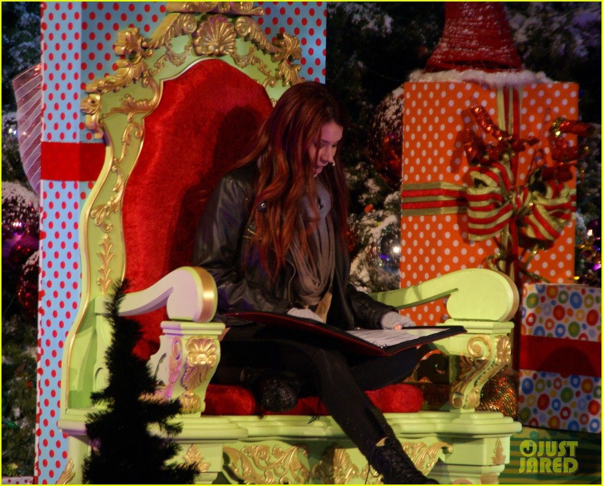 jillian rose reed grinchmas reading 01