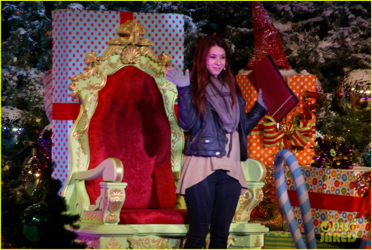 jillian rose reed grinchmas reading 05