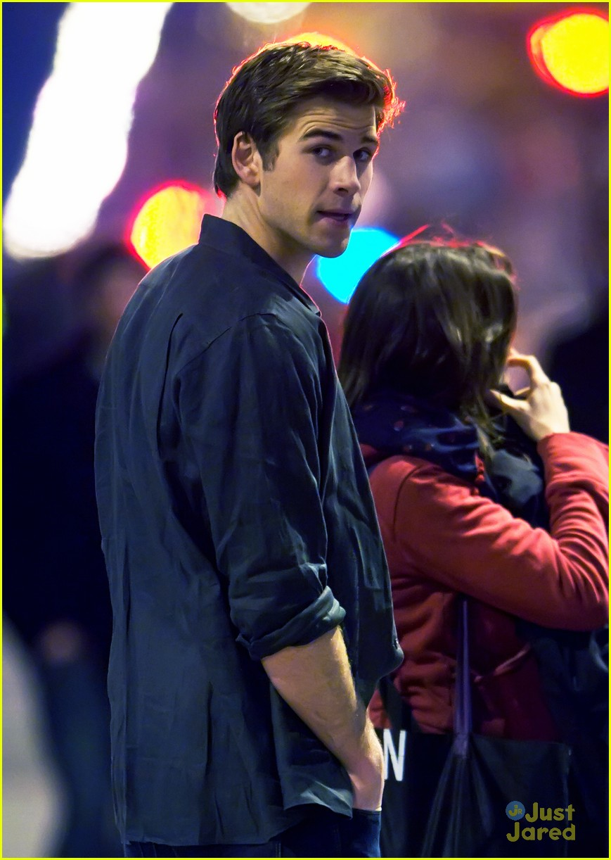 liam hemsworth paranoia night shoots 02