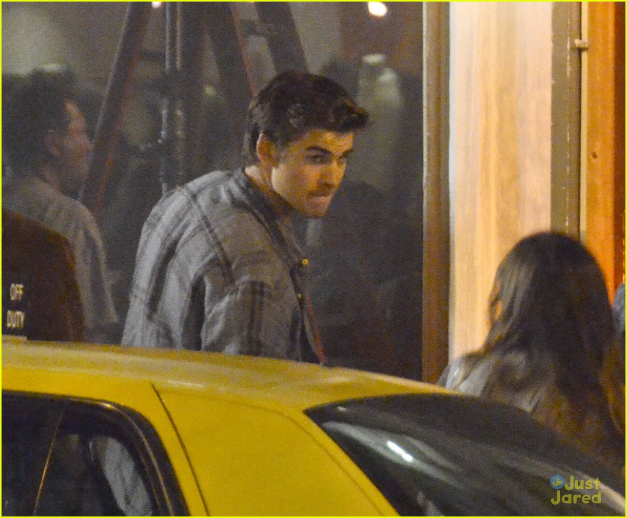 liam hemsworth paranoia set 05