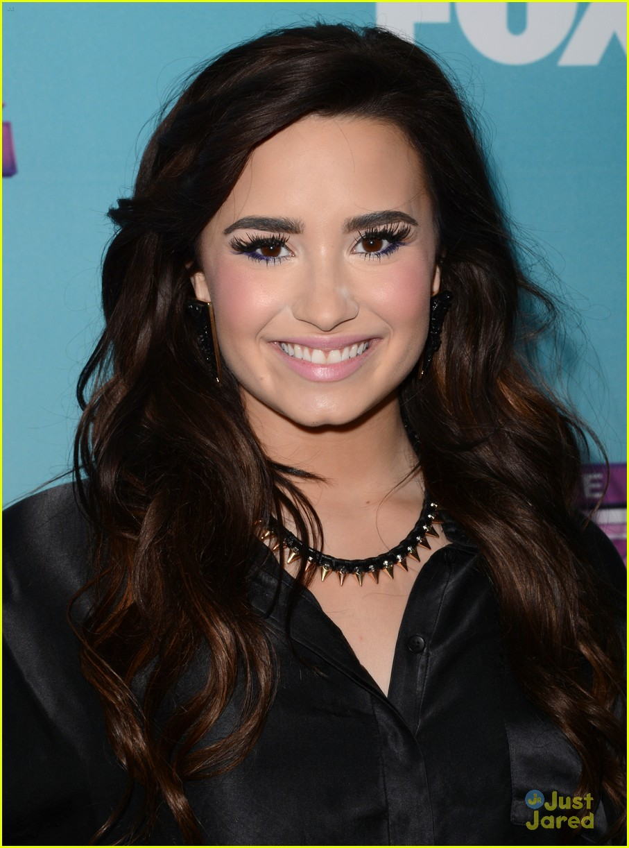 demi lovato xfactor news conference 01