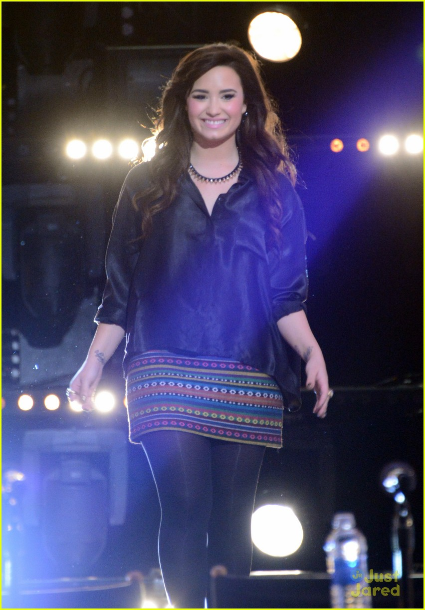 demi lovato xfactor news conference 06