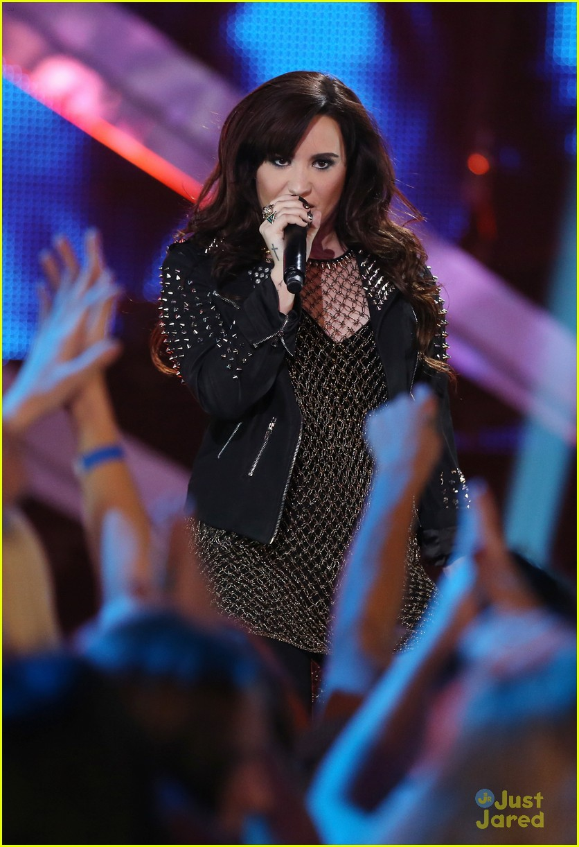 demi lovato divas performance 16