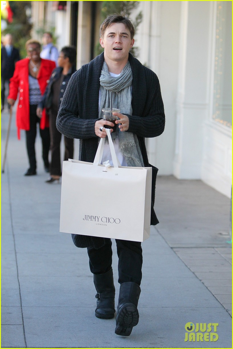 jesse mccartney shopping in beverly hills 01