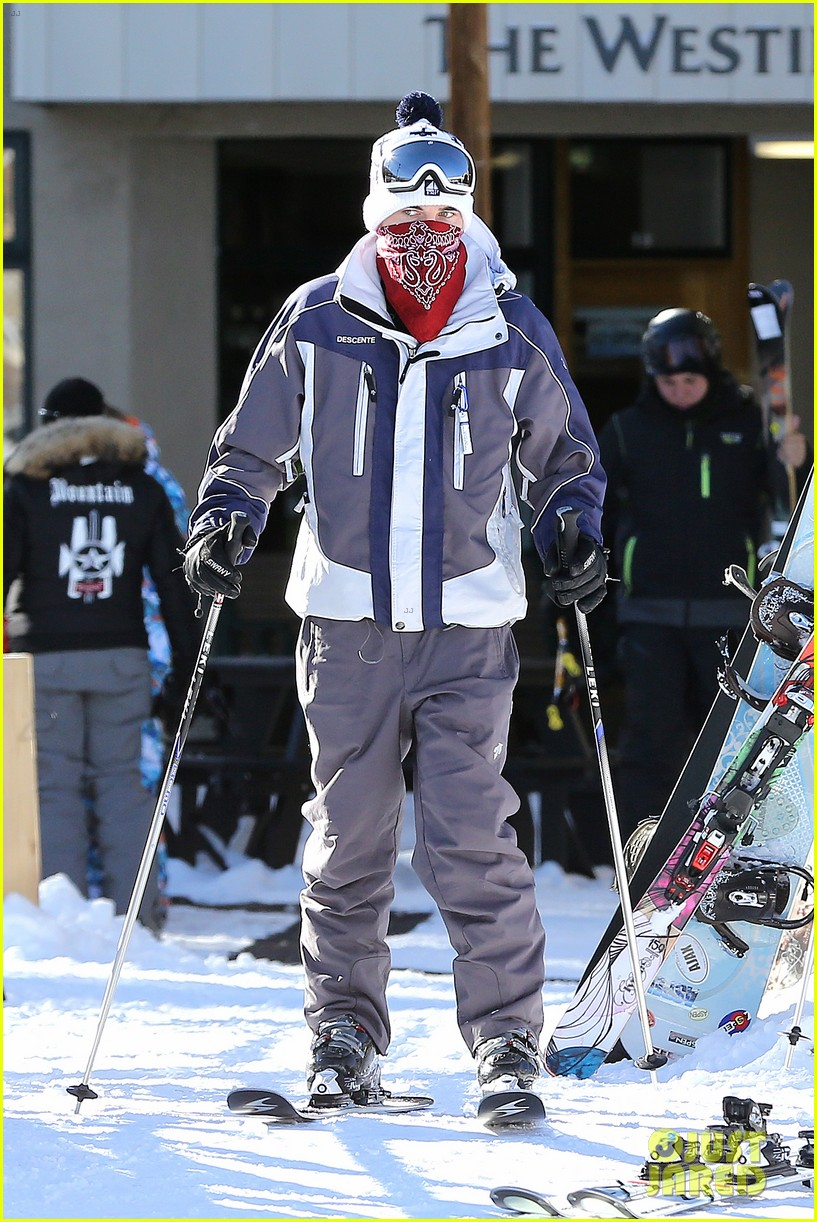 jesse mccartney hits the slopes 09