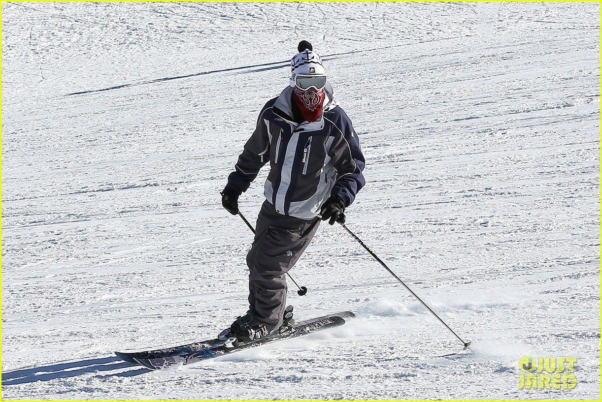 jesse mccartney hits the slopes 17