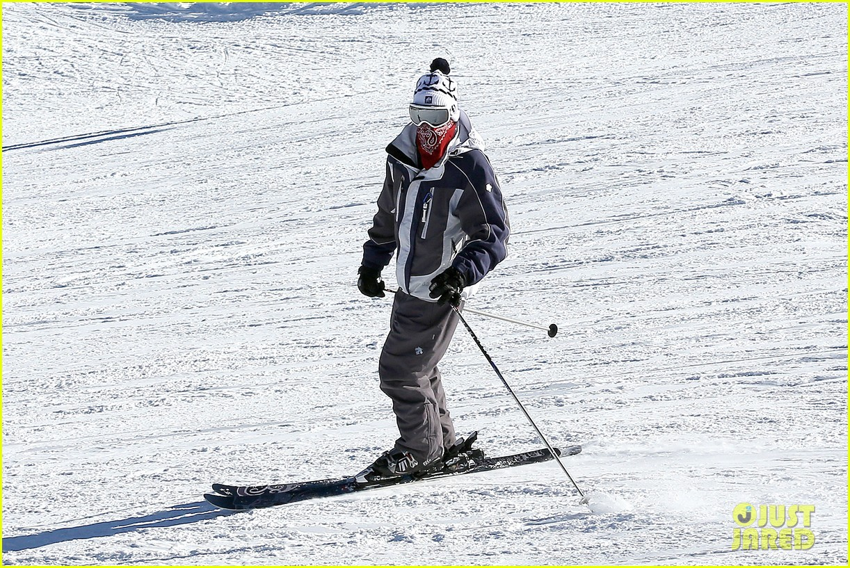 jesse mccartney hits the slopes 27