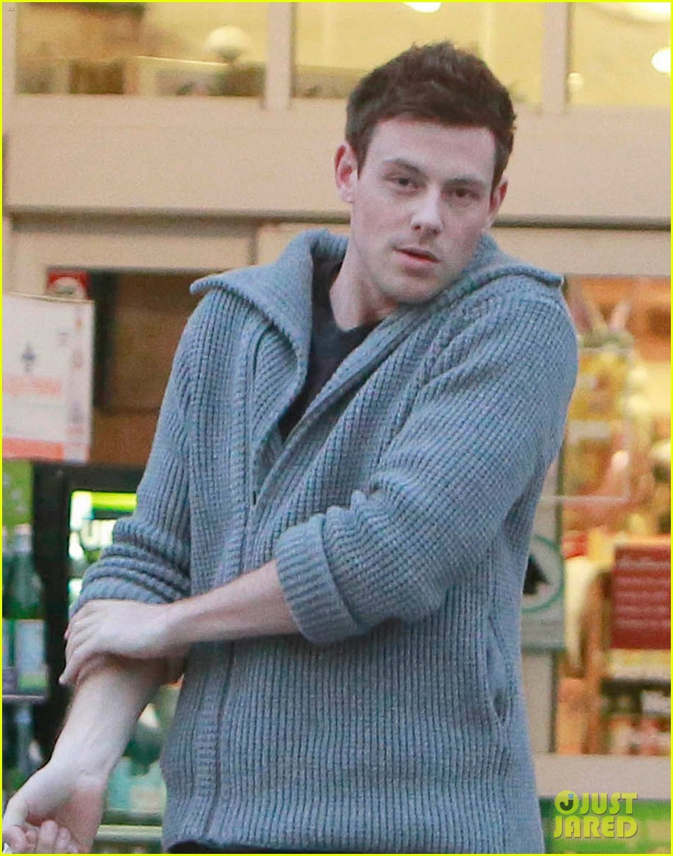 cory monteith bristol farms shopper 04
