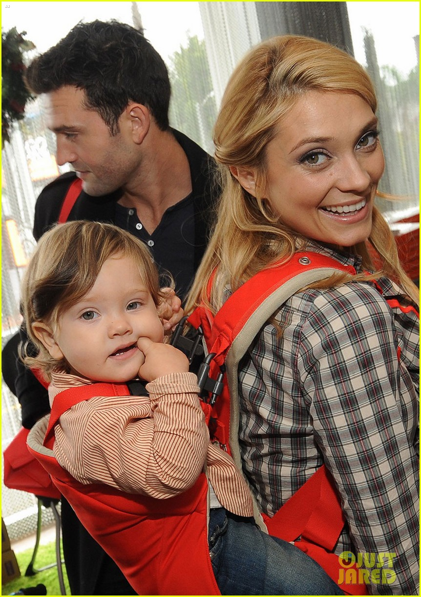 jackson rathbone spencer grammer santa 02
