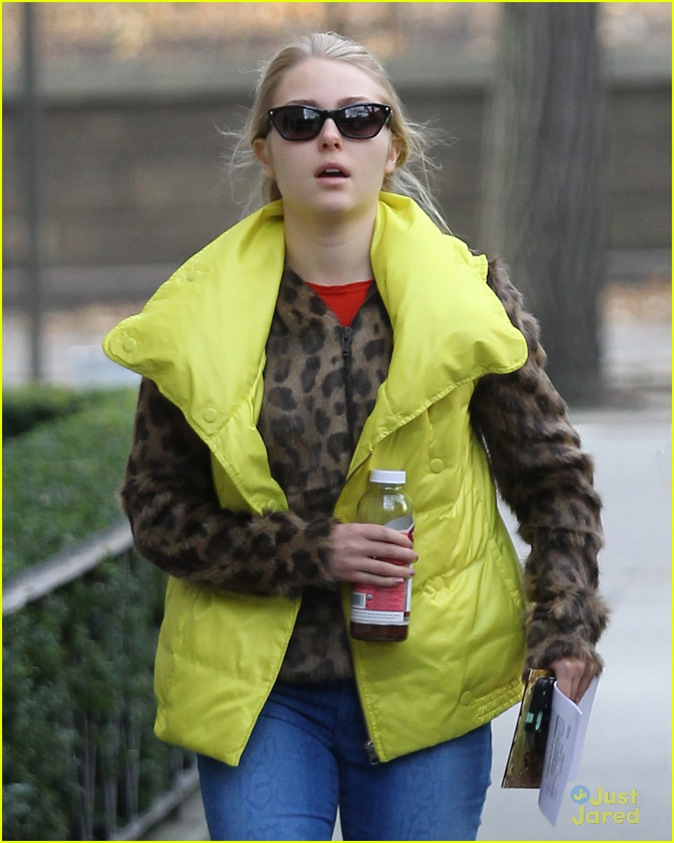 annasophia robb bright vest 04