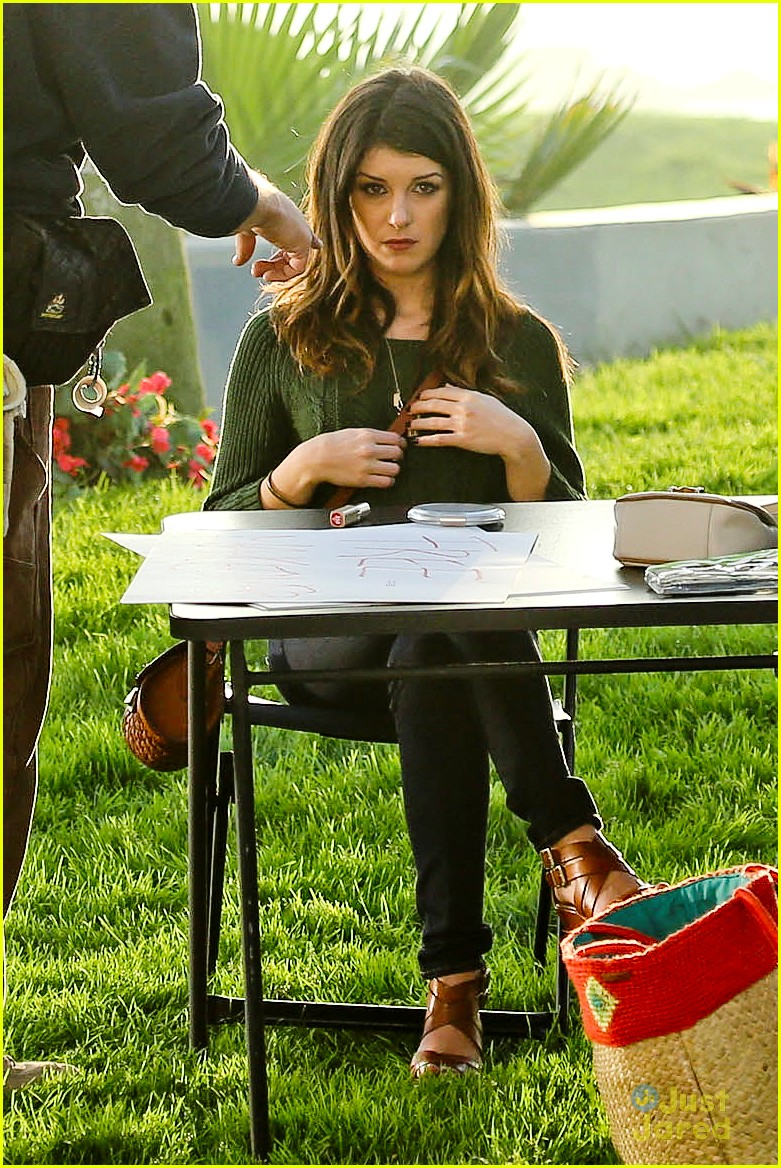 shenae grimes 90210 set josh beech 03