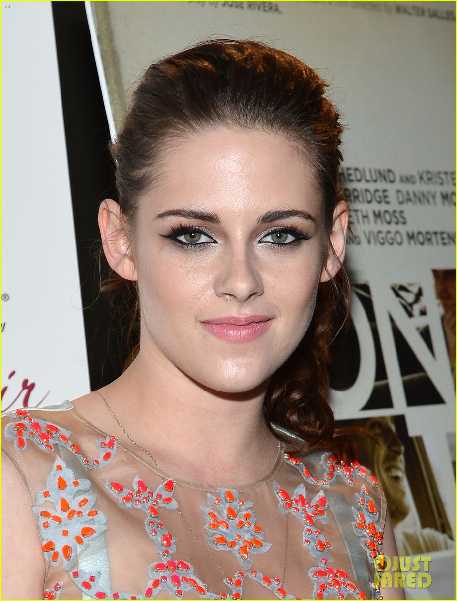 kristen stewart on the road premiere nyc 03