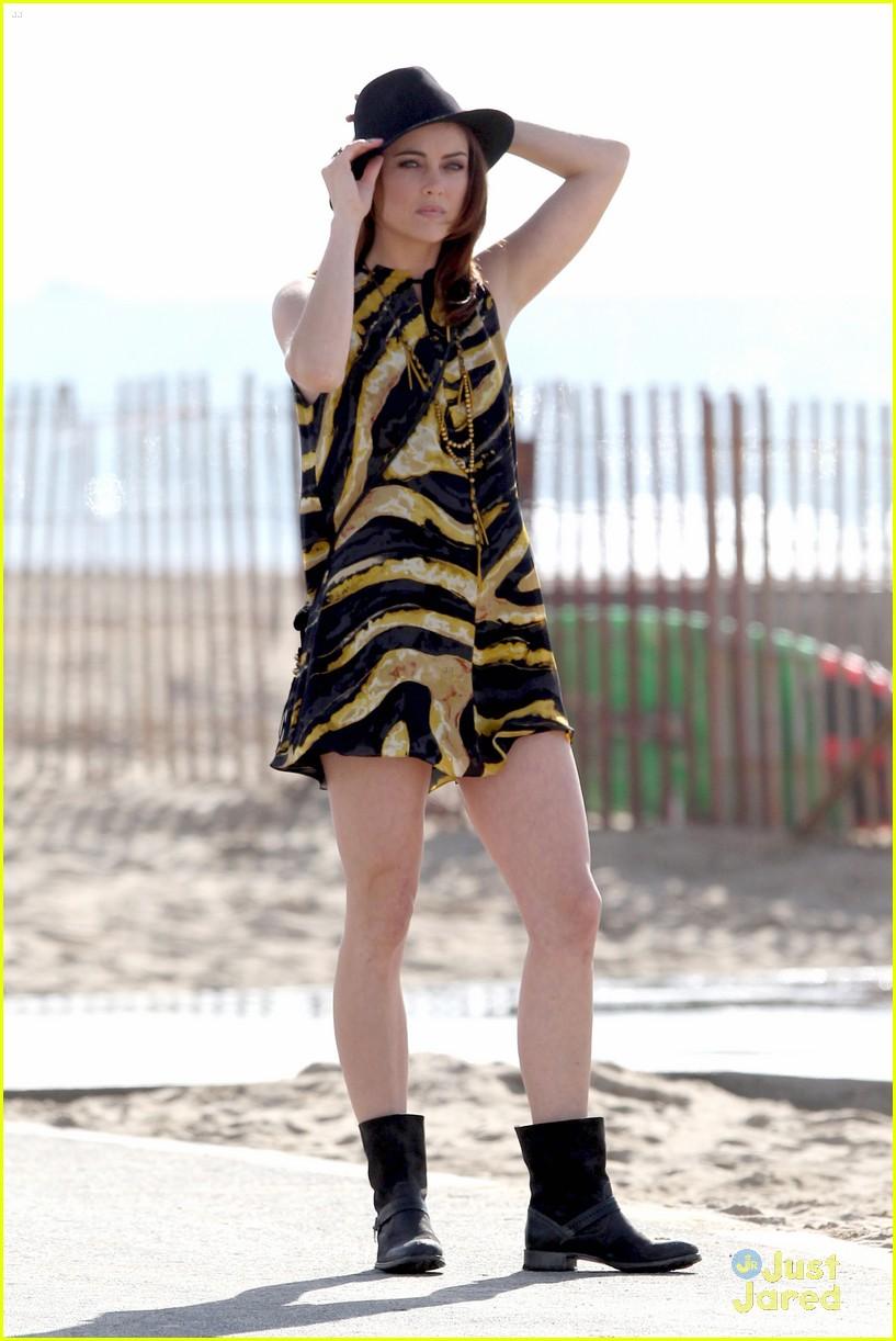 jessica stroup tristan wilds 90210 beach 06