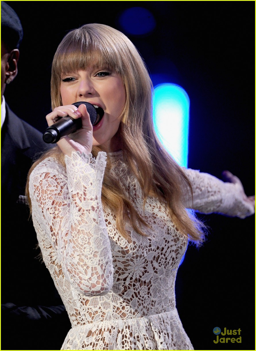 taylor swift grammy noms concert 07