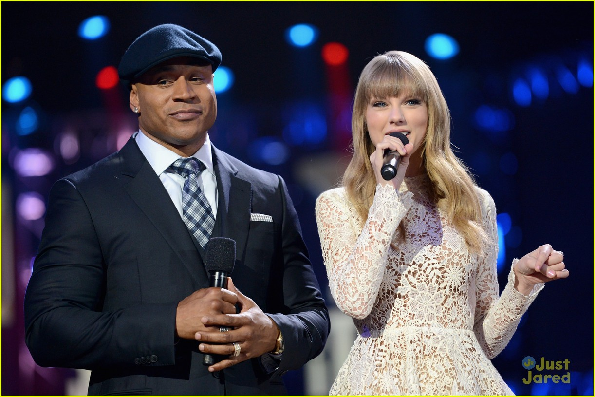 taylor swift grammy noms concert 10